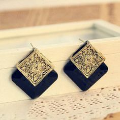 $2.75 Pair of Graceful Retro Style Ruby Inlaid Suqare Shape Stud Earrings