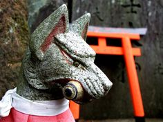 kitsune statue at an inari shrine Japanese Fox, Japanese Culture, Statues, Fox Spirit, Japanese Mythology, Japan Tattoo, Aesthetic Japan, Amaterasu, Fox Art