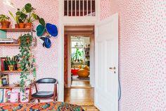 Nooks vill sakta ner Stockholms bostadsmarknad. Hemmen som finns med hos oss är alla unika, men har en sak gemensamt: De är kanske till salu.