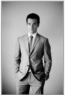 ian harding (ezra fitz from pretty little liars)
