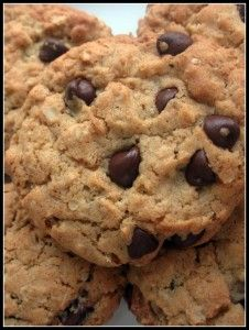 Chocolate Chip Oatmeal Cookies, no flour, no sugar, 3 ingredients! I added coconut oil :)