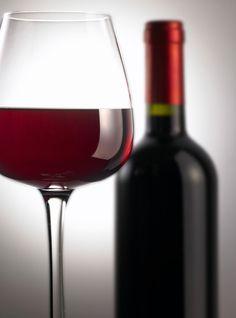 Los vinos Argentinos: El vino es la bebida nacional de Argentina. La Argentina es el mayor productor de vino de Latinoamérica y el quinto mayor productor en todo el mundo, así como el noveno exportador a nivel global.