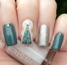 Green and Gold Christmas Tree Nail Design