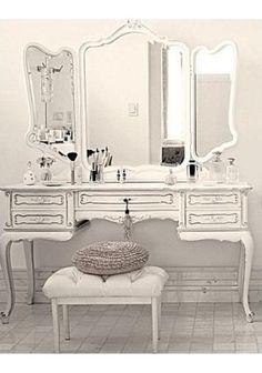 57 Ideas For Living Room Closet Makeover Mirror Baños Shabby Chic, Shabby Chic Vanity, Diy Vanity, Vanity Ideas, Vanity Set, Vintage Dressing Tables, Vintage Makeup, Vintage Vanity, Makeup Rooms
