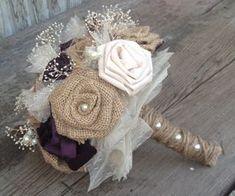 Hermosos Ramos de novia con flores hechas a por BurlapandLacePlace