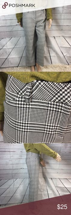 Express editor black-and-white Houndstooth pants 8 Express editor style black and white houndstooth pants Wide waistband Two front pockets Two back pockets that are still sewn shut New without tags's Very good condition Size 8 short Inseam 28 1/2 inches Rise is 9 inches Waist is 16 1/2 inches Hip is 19 inches Express Pants Straight Leg