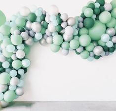 50 shades of green! Love the colors of this balloon arch, looks so natural. Baloon Garland, Balloon Chandelier, Balloon Backdrop, Diy Halloween Luminaries, Halloween Door Decorations, Birthday Decorations, Balloon Arrangements, Balloon Centerpieces, Balloon Decorations