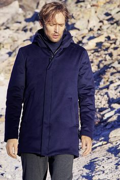 A luxury blend of materials: this elegant winter coat is designed with lush Loro Piana wool at the front, while sleeves and back are made with quilted woven. Colani, Duck Down, Welt Pocket, Wool Coat, Winter Coat, Insulation, Hooded Jacket, Rain, Snow