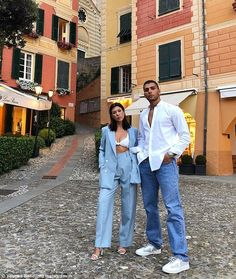 Kourtney Kardashian and model love Younes Bendjima Vogue it out as they pose together on Italian vacation Kardashian Style, Kardashian Jenner, Kourtney Kardashian Boyfriend, Kardashian Fashion, Younes Bendjima, Khadra, Pose, Couple Outfits, Baby Outfits