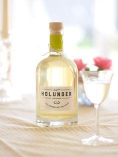 Holunderblütenlikör und Holundersirup selbstgemacht. Anleitung mit Rezept und Etiketten-Printable zum herunterladen