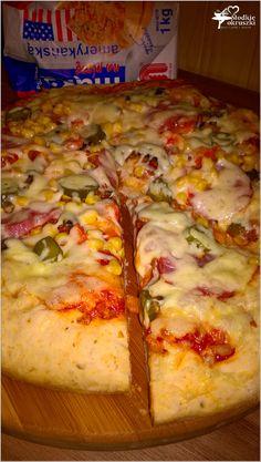 Sylwestrowa pizza na grubym cieście B Food, Calzone, Aga, Grubs, Frittata, Hawaiian Pizza, Hamburger, Food And Drink, Cooking Recipes