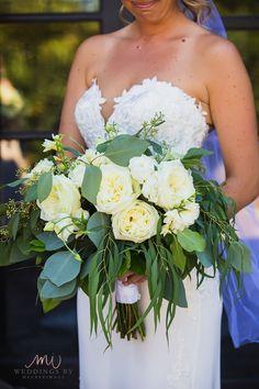 Beautiful white flowers with greenery make a beautiful bouquet Flowers For You, White Flowers, Wedding Flowers, Wedding Dresses, Greenery, Bouquet, Beautiful, Fashion, Moda