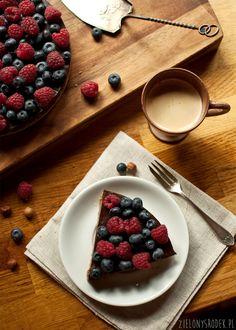 chciałam tutaj dodać i dzięki temu dziś na śniadanie była tarta czekoladowa z orzechami laskowymi. A ciasto na śniadanie to zawsze dobry pomysł