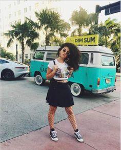La Youtubeuse Shera Kerienski est en visite à Miami