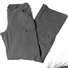 Lightweight Prana Pant - zip off legs Perfect lightweight pants that would be great for hiking you can zip off the legs to turn them into shorts prAna Pants Track Pants & Joggers