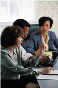 """¿Son realmente necesarias tantas reuniones? ¿No podemos aplicar las habilidades de gestión a este tema en el que se pierde tantísimo tiempo? En muchas empresas existe """"reunionitis"""", es decir reunio..."""
