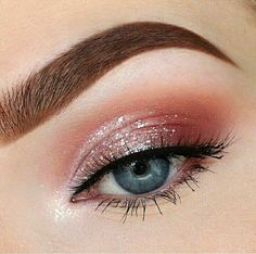 Beautiful brown eyebrow, pink glitter eye make-up and blue eyes . - awesome Beautiful brown eyebrow, pink glitter eye makeup and blue eyes - Makeup Eye Looks, Eye Makeup Art, Eyeshadow Makeup, Hair Makeup, Beauty Makeup, Eyeshadow Ideas, Applying Eyeshadow, Foil Eyeshadow, Eyeshadow Palette