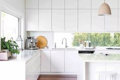 Whether your kitchen layout is galley, L-shape, island bench or peninsula layout, interior designer Greg Natale demystifies the art of styling your kitchen Kitchen On A Budget, Home Decor Kitchen, Diy Kitchen, Kitchen Interior, Open Kitchen, Kitchen Living, Kitchen Ideas, Beautiful Kitchen Designs, Best Kitchen Designs