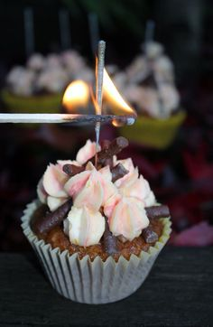 I shall show you how to make the best Bonfire Night Cupcakes - they are a fun Firework party food idea that will delight your family young and old. Bonfire cupcake recipes should have Autumn flavours, and these have. Bonfire Night Food, Cupcake Recipes, Sweet Recipes, Sweet Treats, Good Food, Cupcakes, Carrot, Baking, Bonfires