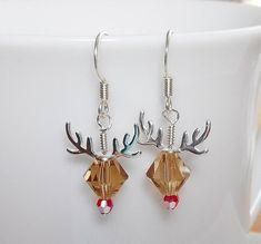 Adorable Rudolph Reindeer Earrings Made with Swarovski Crystal - Christmas Jewelry I Love Jewelry, Wire Jewelry, Jewelry Crafts, Beaded Jewelry, Jewelry Design, Jewelry Making, Jewelry Ideas, Jewlery, Jewellery Box
