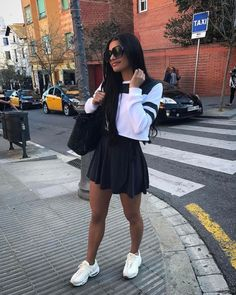 A lady should be two things: classy and fabulous. Amusement Park Outfit, Ivana Santacruz, Divas, Simple Casual Outfits, Summer Outfits, Cute Outfits, Sneakers Fashion Outfits, Fashion Forever, Going Out Outfits