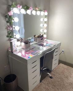 Makeup Vanity Lighting, Makeup Vanity Mirror With Lights, Amber Room, Hollywood Vanity Mirror, Beauty Room Decor, Vanity Set, Vanity Ideas, Room Design Bedroom, Home