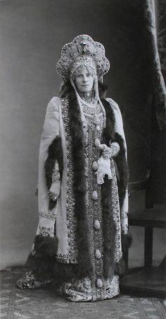 https://flic.kr/p/prnEP9   Елисавета Феликсовна Лазарева, рожд. Графиня Сумарокова-Эльстонъ (Боярыня XVII вѣка)   Madame Lazarew, nee Comtesse Soumarokow-Elston (Femme de boyard du XVII siecle)