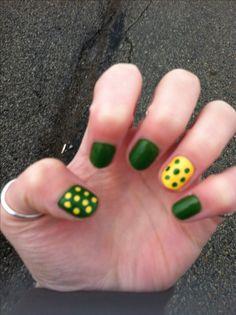 Green Bay Packers nails - I think I can do this Popular Nail Designs, Nail Art Designs, Polka Dot Nails, Polka Dots, Packer Nails, Fun Nails, Pretty Nails, Mani Pedi, Manicure