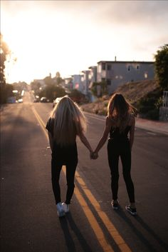 Sun, summer and friendship - Bff Pictures Cute Friend Pictures, Friend Photos, Bff Pics, Cute Friends, Best Friends, Friend Poses Photography, Food Photography, Best Friend Fotos, Photo Polaroid
