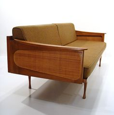 Beautiful mid-century Danish modern couch - love this! Mid Century Modern Couch, Mid Century Decor, Mid Century Modern Design, Mid Century Modern Furniture, Danish Modern Furniture, Mid Century Sofa, Mid Century Modern Cabinet, Modern Daybed, Classic Furniture