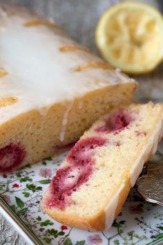 Light lemon cake with raspberries Edible Garden, No Bake Cake, Hot Dog Buns, Vanilla Cake, Good Food, Fun Food, Nom Nom, Raspberry, Cheesecake