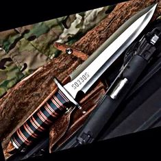 How to Prepare a Bug Out Laptop Kit – Bulletproof Survival Cool Knives, Knives And Tools, Knives And Swords, Knife Throwing, Medieval Weapons, Combat Knives, Swords And Daggers, Cold Steel, Tactical Knives