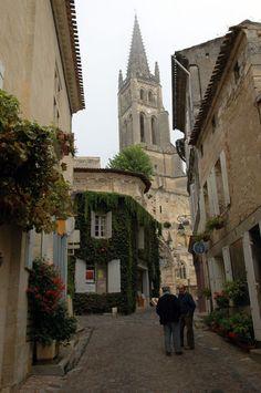 bord-ste-street.jpg St. Emillion Street