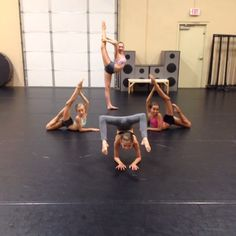 At the studio with the girls! Acro Dance, Dance Poses, Ballet Dance, Gymnastics Tricks, Gymnastics Workout, Dance Images, Dance Pictures, Dance Class, Dance Studio