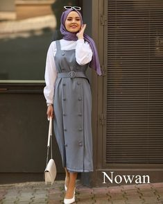 The image may contain: one person or more and people standing Tesettür Mayo Şort Modelleri 2020 Modest Fashion Hijab, Modern Hijab Fashion, Casual Hijab Outfit, Islamic Fashion, Hijab Chic, Muslim Fashion, Fashion Outfits, Hijab Dress, Moda Hijab