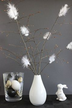 Buy the most beautiful Easter decoration cheap- Die schönste Osterdeko günstig kaufen Easter branches with feathers - Deco Floral, Deco Table, Decoration Table, Diy Spring Decorations, Wall Hanger, Easter Crafts, Easter Decor, Easter Ideas, Happy Easter