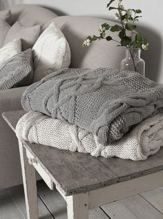 Love these cable knit throws & pillows. Oh these would be perfect for my living room! Winter Living Room, My Living Room, Home And Living, Cozy Living, Living Room Throws, Cottage Living, Cozy Cottage, Cable Knit Throw, Vibeke Design