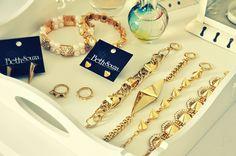 Luxo e forma de spikes. Arm party  www.bethsouza.com.br