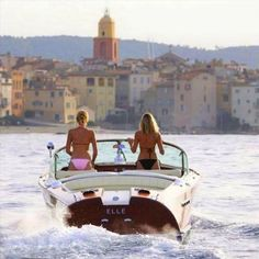 Boat Plans 714524297111760394 - Blue & Beyond – Top 10 Reasons to Charter a Yacht Source by espigolerm Saint Tropez, Maserati, Bugatti, Riva Boot, Bateau Yacht, Classic Wooden Boats, Plywood Boat Plans, Chris Craft Boats, Classic Yachts