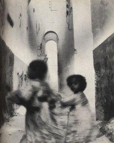 Irving Penn, Running Children, Morocco, Rabat (1951)