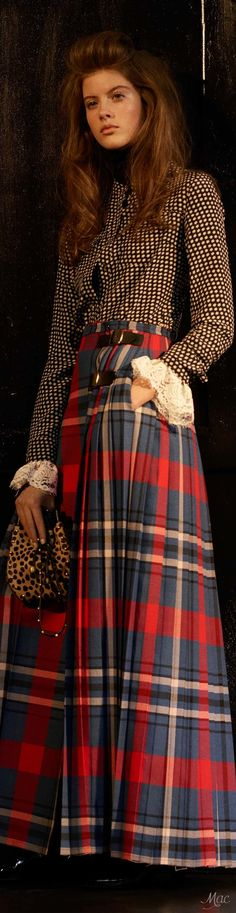 See the complete Philosophy di Lorenzo Serafini Pre-Fall 2017 collection. After the war Fath finds his first successes, using tartan (which he did to mock the Germans occupiers) Modern Day Peasant Skirt. Fashion Week, Fashion 2017, Love Fashion, Fashion Show, Autumn Fashion, Vintage Fashion, Fashion Outfits, Irish Fashion, Plaid Outfits