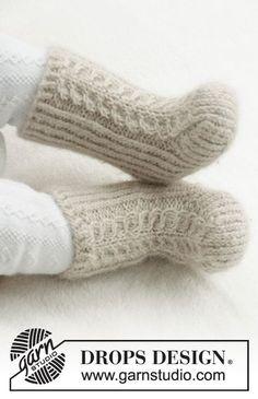 Mini snowshoes / DROPS Baby - free knitting patterns by DROPS Design . - Mini snowshoes / DROPS Baby – free knitting patterns by DROPS Design – mini snow boots / - Crochet Socks Pattern, Baby Knitting Patterns, Knitting Designs, Baby Patterns, Crochet Patterns, Knitting Ideas, Baby Design, Knitting Socks, Free Knitting