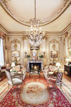 34 Classic Living Room Inspirations – House The Design Luxury Interior Design, Luxury Home Decor, Interior Exterior, Elegant Home Decor, Elegant Homes, Victorian Interiors, Victorian Homes, Classic Living Room, Style Deco