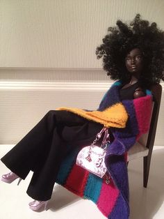 give images to your children which build their self esteem, where they see themselves as the protagonists -Natural Black Barbie African Dolls, African American Dolls, African American Beauty, Beautiful Barbie Dolls, Pretty Dolls, Afro, Back Home, Diva Dolls, Dolls Dolls