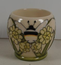 Bumble bee egg cup