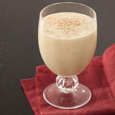 Bethenny Frankel's eggnog recipe is only 148 calories, because it's made with low-fat milk and less liquor. Click to get it.