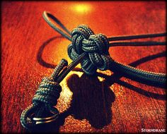"https://flic.kr/p/CQ9TDc | single strand star knot | Hadn't tied one in a while, so whipped up a simple adjustable wrist loop lanyard. Video tutorial link:  youtu.be/3-C_WPjPiK0   I believe this is Atwood 275 paracord (3/32"" diameter), but didn't keep the sticky label around to remind me, lol..."