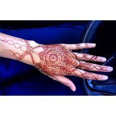 Gorgeous stain: Day 3✨; . #henna #mehndi #mehendi #hennacolor #hennastain #hennaartist #hennaart #bridalhenna #bridalmehndi #maharaniweddings #freehand #art #hennadesign #hennatatoo #hennapro #mehndi_inspire #mehndipattern #southasianbridal #springfling #bodyart #tatoo #art #freehand #selftaught #dulhan #weddingwire #weddings #freelance #design