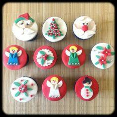 Kit Natal | Dez cupcakes cobertos com pasta americana com temas natalinos. Massa do bolo e recheio de sua preferência.