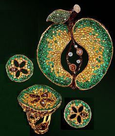 Beauty and Art of Jewellery Theatre Jewellery Theatre company was founded in Moscow in 1998.